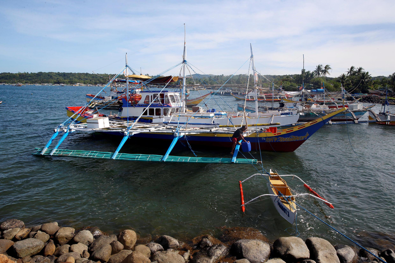 Ngư dân Philippines chuẩn bị tàu đi đánh bắt cá ở khu vực Scarborough ngày 03/11/2016
