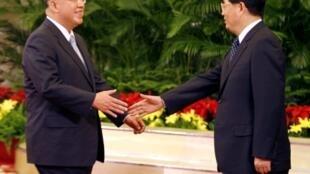資料照片:2008年5月28日,國民黨主席吳伯雄在北京人大會堂與中國國家主席胡錦濤會晤。