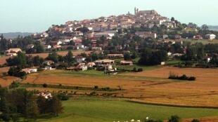 The village of Monflanquin in Lot-et-Garonne, where the de Védrines had a château