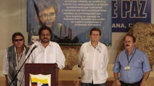 Le négociateur en chef des Farc lors de la conférence de presse du 6 novembre 2013 à La Havane, au cours de laquelle la guérilla marxiste annonce qu'elle accepte de déposer les armes