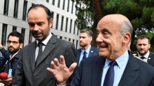 Le Premier ministre Edouard Philippe (G) et l'ancien Premier ministre Alain Juppée, à Bordeaux, le 20 octobre 2017.