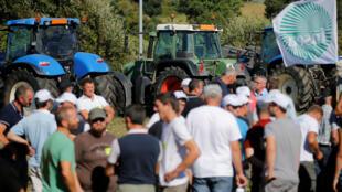 Les producteurs laitiers ont vivement manifesté pour l'augmentation du prix du litre de lait, contre le géant Lactalis, au cours de l'été 2016.