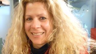 La compositora Evelin Ramón en los estudios de RFI en París