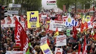 Manifestantes reclamaram que nada mudou desde a eleição de François Hollande à presidência da França.