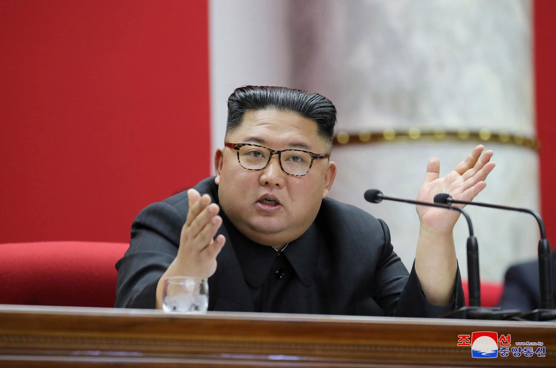 Le leader nord-coréen Kim Jong Un menace de mettre en place « une nouvelle arme stratégique » alors que les négociations avec les États-Unis piétinent.
