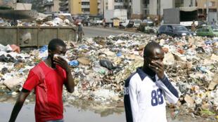 Một bãi rác ở Abidjan, Côte d'Ivoire, châu Phi. (Ảnh chụp ngày 13/09/2006)