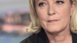 Глава французских крайне правых Марин Ле Пен требует выдворения из Франции всех потенциальных исламистов-иностранцев