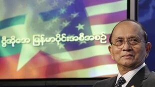 O presidente de Mianmar, Thein Sein, durante entrevista na rádio Voice of America em Washington, neste domingo (19).