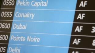 O voo Conacri-Paris, da Air France, que aterrissou neste sábado, 18 de outubro, em Paris, foi o primeiro a ser controlado contre o ebola.