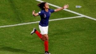Wendie Renard a converti un penalty pour l'équipe de France face au Nigeria, le 17 juin 2019.