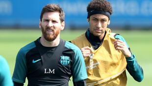 Lionel Messi tare da Neymar lokacin atisaye a Barcelona.
