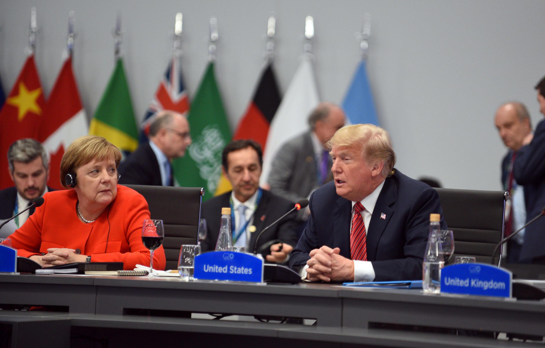 A chanceler alemã Angela Merkel e o presidente dos Estados Unidos, Donald Trump, durante sessão plenária da cúpula do G20 em Buenos Aires, na Argentina, em 1° de dezembro de 2018.
