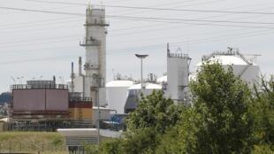 Une vue générale du site de l'usine à gaz d'Air Products à Saint-Quentin-Fallaviers, près de Lyon, visée par un attentat dont l'auteur serait Yassin Salhi.