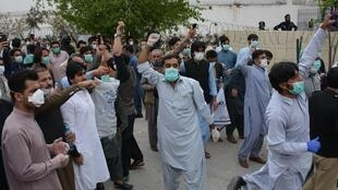 Manifestation de soignants à Quetta, dans le sud-ouest du Pakistan, le 6 avril 2020.