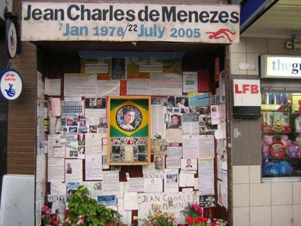 Memorial improvisado na estação de Stockwell para Jean Charles de Menezes.