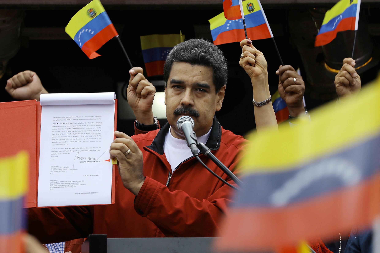 O Presidente Maduro ontem em Caracas depois de assinar o decreto lançando o processo para a eleição de uma Assembleia Constituinte.