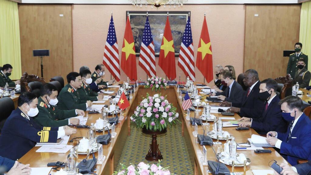 Bộ trưởng Quốc Phòng Mỹ thảo luận với đồng nhiệm Việt Nam về mở rộng hợp tác an ninh