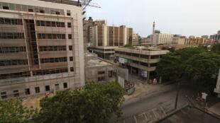 Les rues vides du quartier du Plateau à Abidjan, dimanche 3 avril 2011 en fin de journée