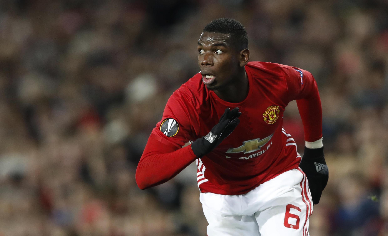 O meia francês Paul Pogba, contratado pelo Manchester United, é o jogador mais caro da hitória. O astronômico valor de seu passe chega a 120 milhões de euros (R$ 429 milhões)
