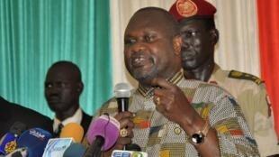 Riek Machar katika mkutano na waandishi wa habari alipowasili katika uwanja wa ndege Juba Aprili 26, 2016.