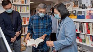台灣總統蔡英文2020年5月29日 造訪台北銅鑼灣書店