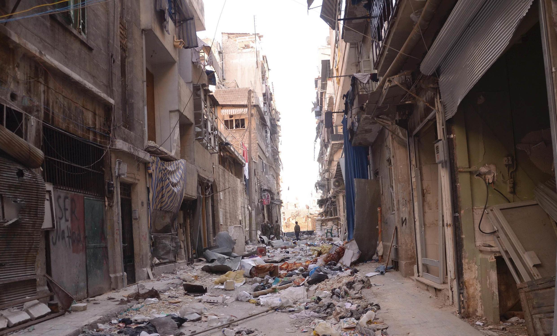 Rua de Aleppo arrasada pelos bombardeios do regime.