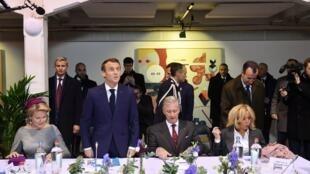 O Casal real belga em companhia do seu homólogo presidencial francês.Molenbeek .20 de Novembro de 2018 à Molenbeek.