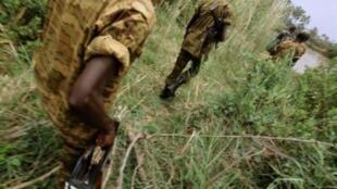 Askari wa Burundi wakipiga doria karibu na msitu wa Rukoko Septemba 17, 2010.