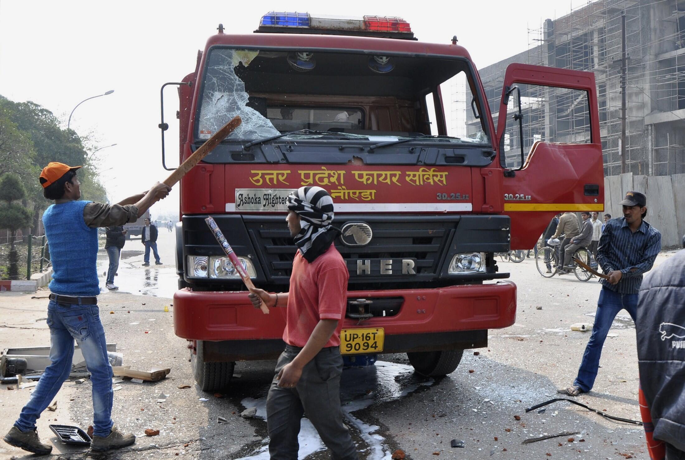 Bạo động trong  cuộc đình công tại New Delhi, ngày  20/02/2013.