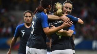 L'équipe de France lors d'une rencontre amicale face au Nigeria, le 6 avril 2018.