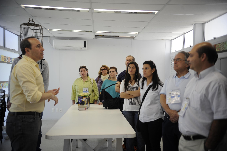 """Profissionais estrangeiros do Programa """"Mais Médicos"""" visitam centro de saúde na Ilha do Governador, zona norte da cidade."""