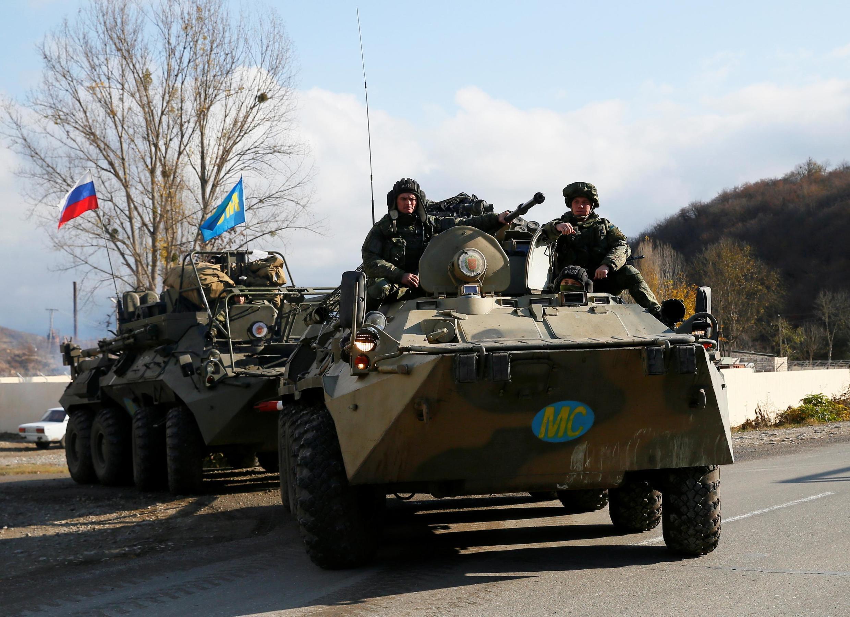 Des soldats russes déployés dans près de la frontière arménienne pour une mission de maintien de la paix, le 14 novembre 2020, quatre jours après l'entrée en vigueur du cessez-le-feu.