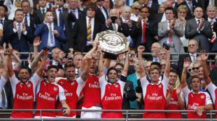 'Yan wasan Kungiyar kwallon kafa ta Arsenal a shekarar da ta lashe kofin Community Shield.