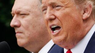 El secretario de Estado estadounidense Mike Pompeo y el presidente Donald Trump el 29 de mayo de 2020 en Washington