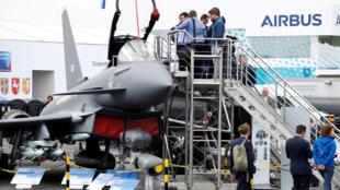 L'Eurofighter Typhoon au salon aéronautique de Berlin (ILA) ce mercredi 25 avril. L'avion de combat franco-allemand devra le remplacer à l'horizon 2040.