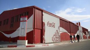 La façade de l'usine de Coca Cola implantée à Gaza, le 1er décembre 2016.