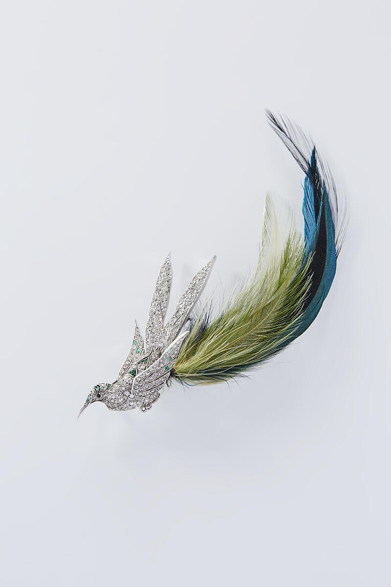 Брошь «Птица». Бриллианты, изумруды, оникс, платина, перья.