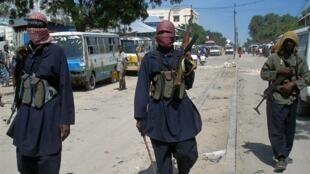 Des combattants islamistes dans les rues de Mogadiscio, le 16 novembre 2009.