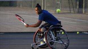Kgothatso Montjane, la tenista con discapacidad física mejor clasificada de Sudáfrica, el 13 de abril de 2021 en Pretoria