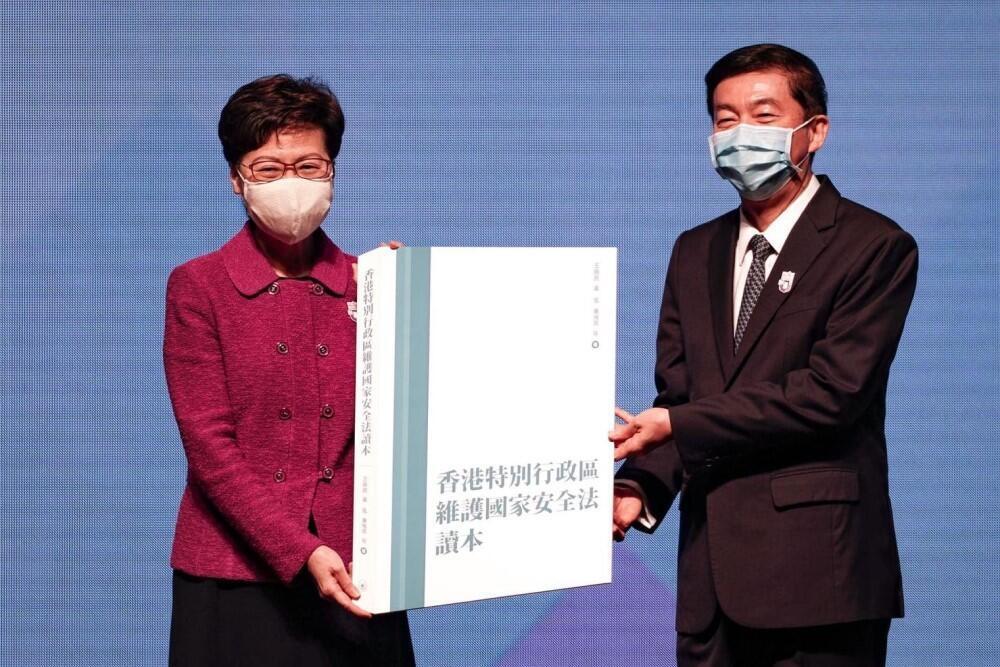 中聯辦主任駱惠寧4月時代教育部向香港贈送中國學者編寫的國安法讀本,影響現擴及幼稚園(資料圖片)