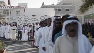 File d'attente pour voter aux élections législatives, le 22 novembre à Rifaa, dans le sud de la capitale Manama, à Bahreïn.