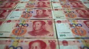 Billetes de 100 yuanes.