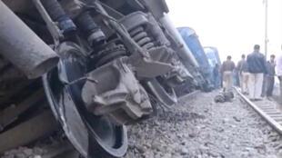 Xe lửa trật đường ray tại Kanpur, miền bắc Ấn Độ. Ảnh ngày 20/11/2016.