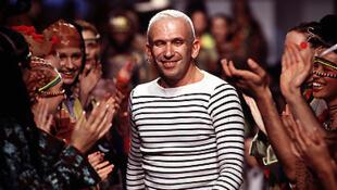 O estilista Jean Paul Gaultier deixará de apresentar coleções de de prêt-à-porter após cerca de 40 anos de carreira.