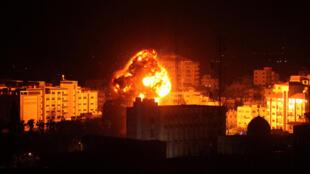 بر اساس خبر گزاری فرانسه، حملات نظامی اسرائیل در نوار غزه تا ساعت ۴ صبح ادامه داشت.