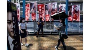 La cheffe de l'exécutif local Carrie Lam, qui est nommée par Pékin, a annoncé le report des élections qui devaient permettre en septembre de renouveler le Conseil législatif le 31 juillet 2020