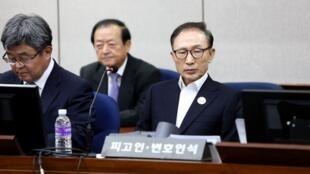 韩国前总统李明博被判15年监禁