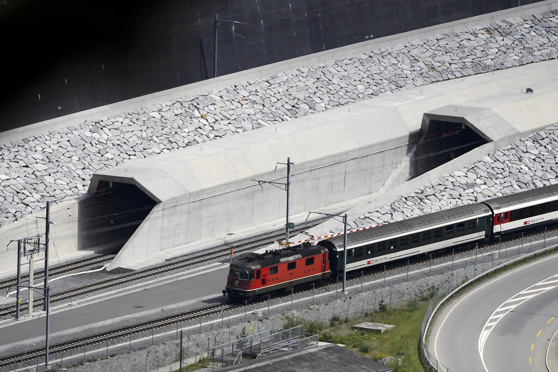 El túnel de San Gotardo mide 57 kilómetros de largo y ha costado 11.000 millones de euros.