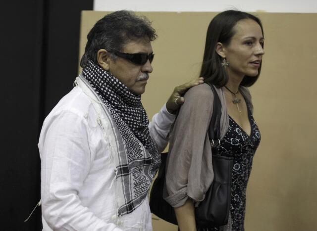 Los miembros de las FARC Jesús Santrich y Tanja Nijmeijer en La Habana, este 26 de mayo.
