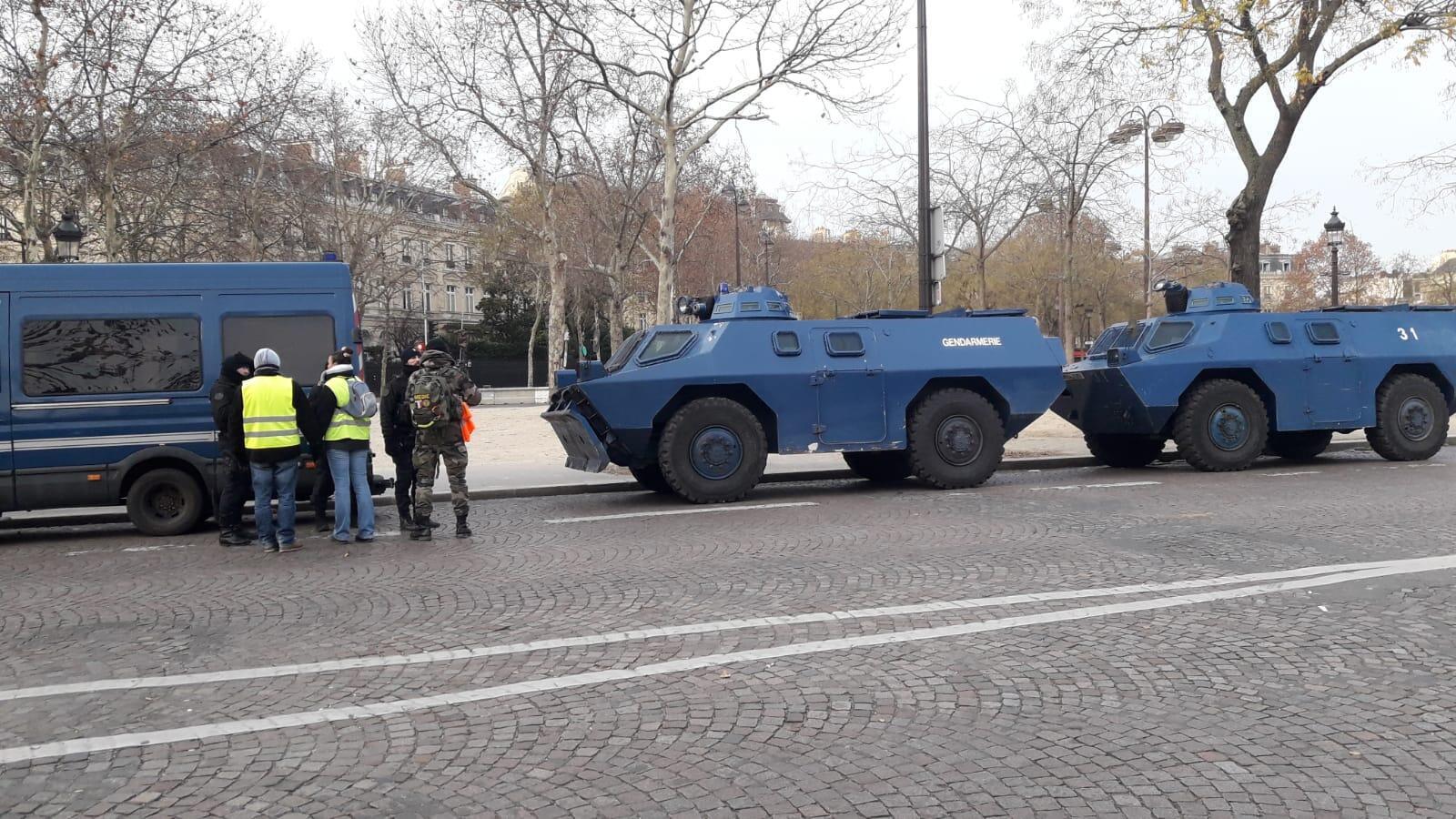 Forte dispositivo policial nas ruas de Paris